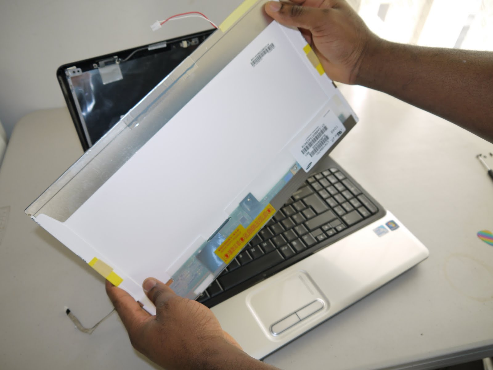 This laptop screen replacement instruction can also be used for all Compaq  Presario CQ61 and CQ60 laptop series including Compaq Presario CQ60-100EA,  ...